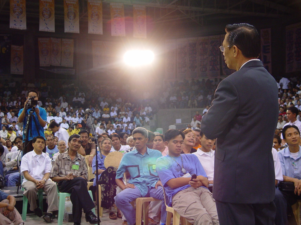 Bro. Eli Soriano at the Araneta Coliseum in the Philippines entertaining people's question and reading the Bible's answers live.