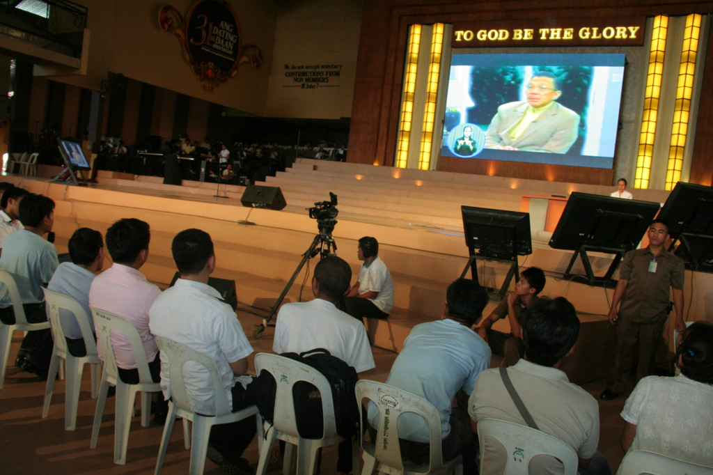 Via live video streaming, Bro. Eli Soriano shares with the MCGI brethren biblical wisdom through a topic each gathering.