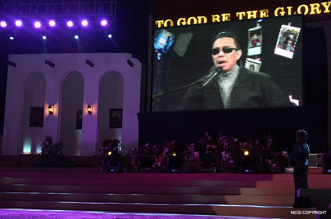 Ms. Pilita Corrales sings a duet with Bro. Eli Soriano via live video streaming.