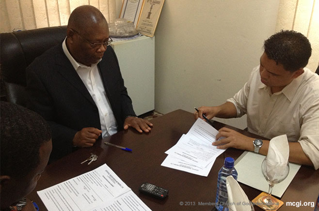 Tagapangasiwang Pampook Bro. Fred Cabanilla signs an agreement with Ghana's Crystal TV network to bring The Old Path in Ghana.