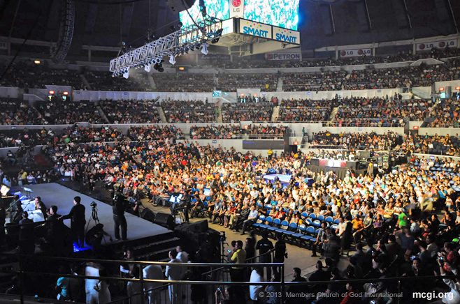 Thousands of A Song of Praise enthusiasts filled to the brim the Smart-Araneta Coliseum on September 9 for the ASOP Grand Finals Night 2013.