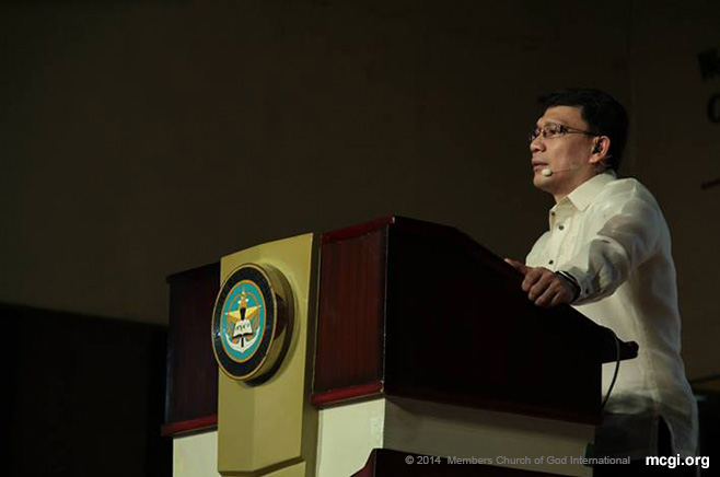 Bro. Daniel Razon serves the first half of the Biblical topic in one of MCGI's Thanksgiving in February 2014.