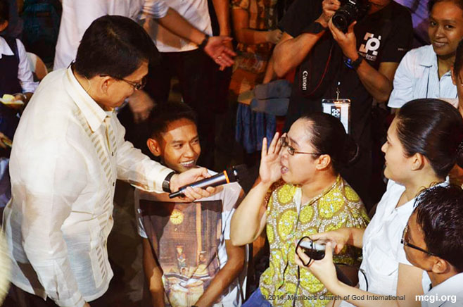 In the reformatted consultation, Bro. Daniel himself ventures into the crowd to inquire about the brethren's well-being. (Photo courtesy of PVI)