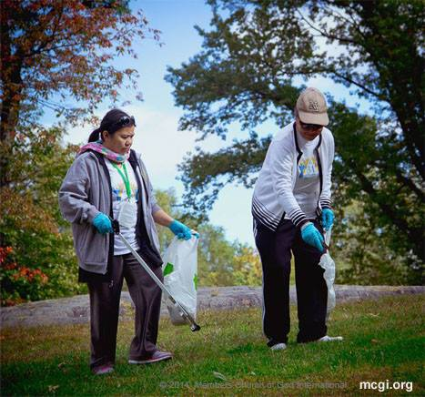 In celebration of the Ang Dating Daan's 34th Anniversary, participants from New York, USA held a clean-up drive in Central Park's Belvedere Castle. (Photo courtesy of PVI)