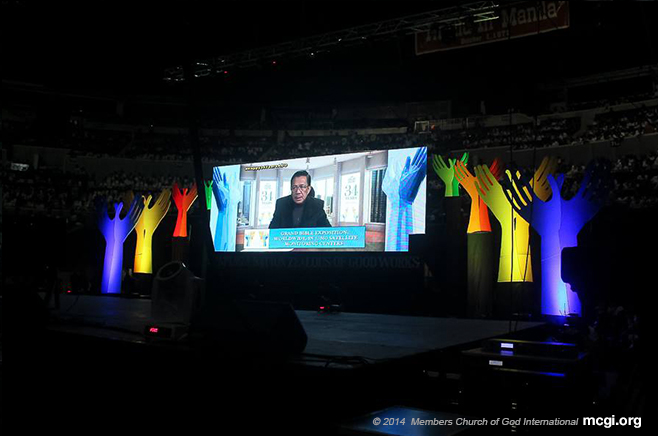 The Old Path Host and MCGI Presiding Minister Bro. Eli Soriano answering queries of faith via live video streaming. (Photo courtesy of PVI)