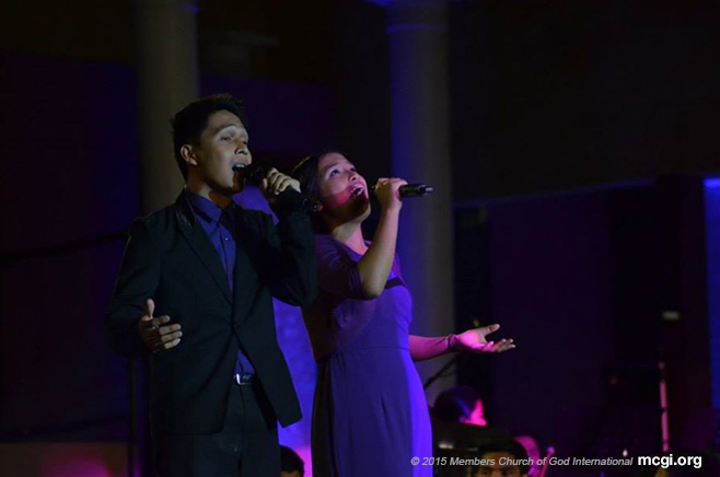 Bro. Jonathan Dumanais and Sis. April Jade Amparo singing Susi ng Tagumpay (Key of Success) from the Luzon Region, written by Bro. Edward Abrera. (Photo courtesy of Photoville International)