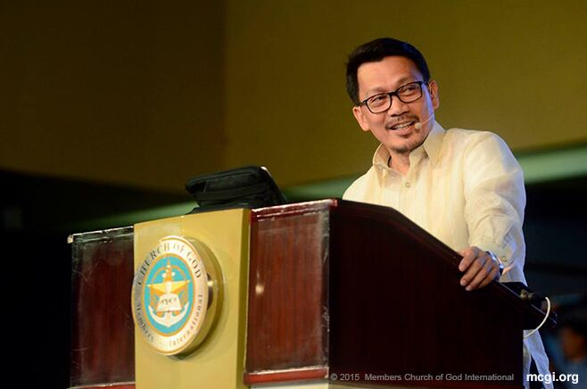 Bro. Daniel S. Razon delivering a biblical topic during the three-day Thanksgiving of the Body of MCGI in July 2015. (Photo courtesy of Photoville International)