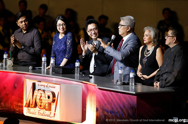 "Maestro Ryan Cayabyab, Chairman of the Board of Judges, expressing his sentiments to the crowd. ""I felt like I was praying all night,"" he said of his ASOP experience. (Photo courtesy of Photoville International)"